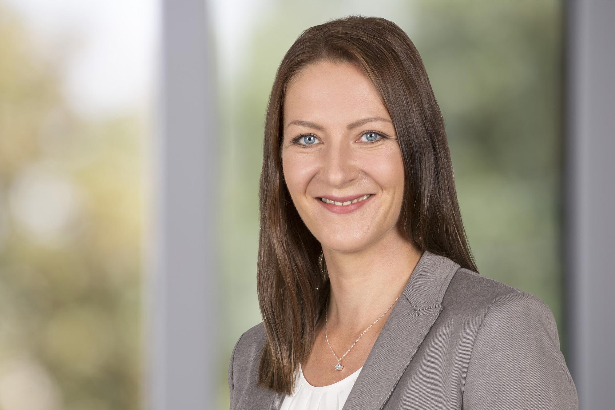 Bundesweit-Mitarbeiterporträt-Fotograf-Claudia-Masur